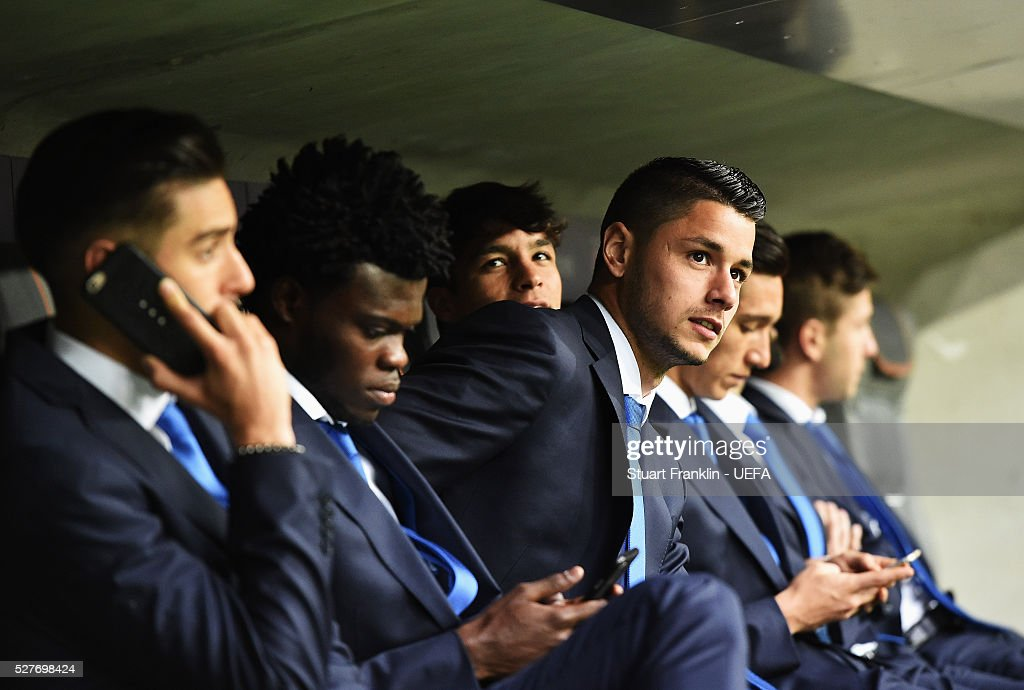 Players of Athletico look on before the UEFA Champions League Semi Final second leg match between FC Bayern Muenchen and Club Atletico de Madrid at the Allianz Arena on May 03, 2016 in Munich, Bavaria.