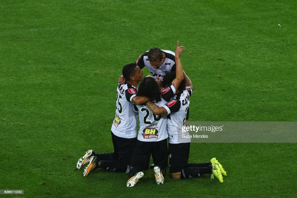 Players of Atletico MG celebrate a scored goal during a match between Fluminense and Atletico MG part of Brasileirao Series A 2017 at Maracana Stadium on August 21, 2017 in Rio de Janeiro, Brazil.