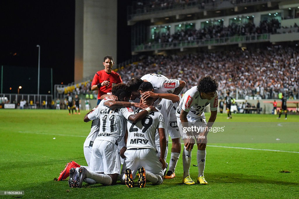 Players of Atletico MG celebrates a scored goal against Colo Colo during a match between Atletico MG and Colo Colo as part of Copa Bridgestone Libertadores 2016 at Independencia stadium on March 16, 2016 in Belo Horizonte, Brazil.