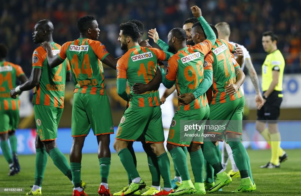 Kits by Auvergne81 - Page 2 Players-of-aytemiz-alanyaspor-celebrate-after-scoring-a-goal-during-picture-id651532484