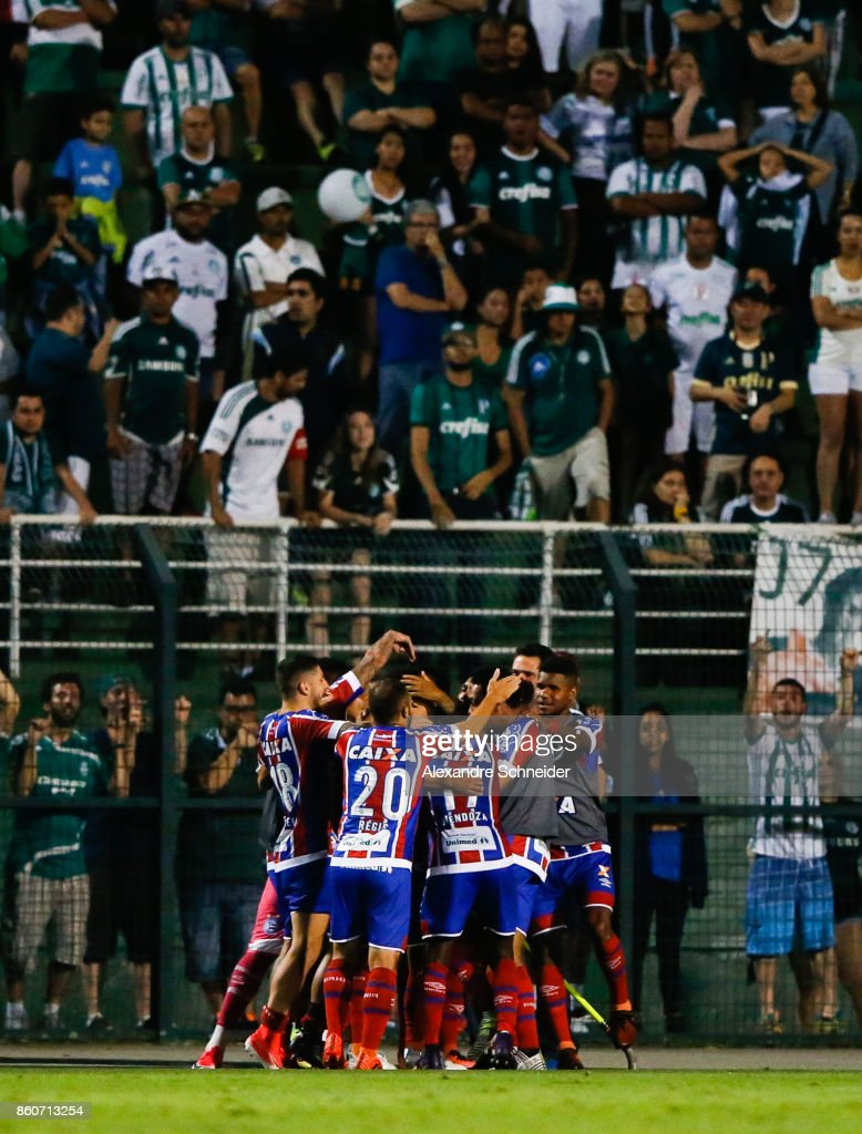 Players of Bahia celebrate their second goal during the match between Palmeiras v Bahia for the Brasileirao Series A 2017 at Pacaembu Stadium on October 12, 2017 in Sao Paulo, Brazil.