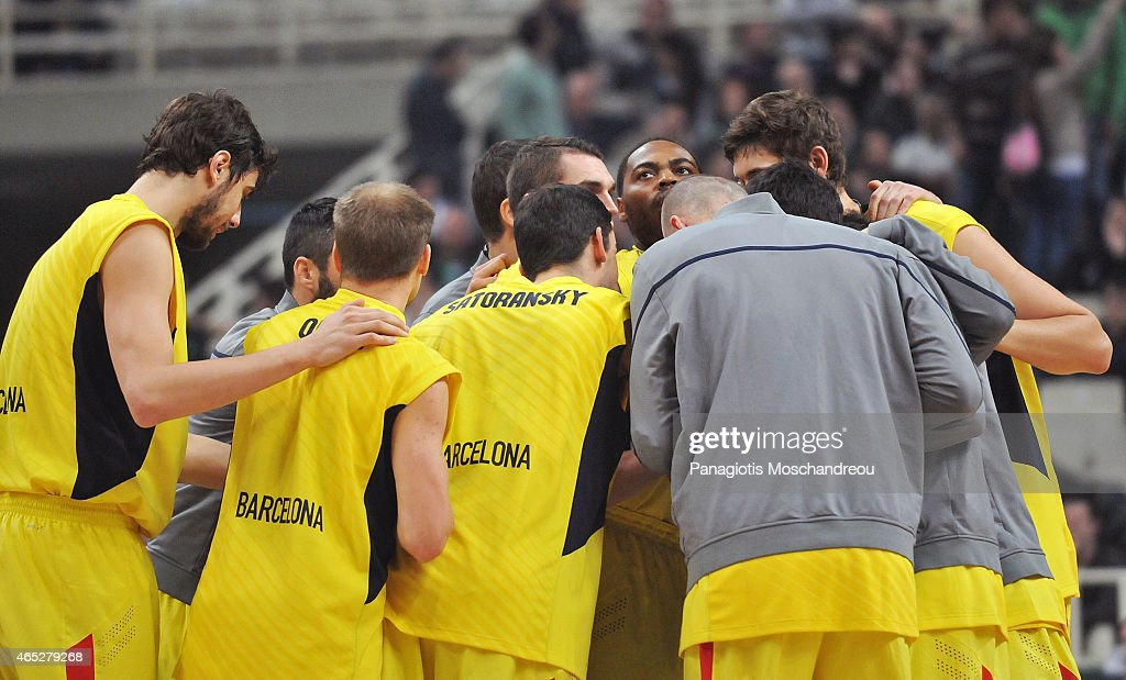 Players of Barcelona gather just before the tip-off of the Turkish Airlines Euroleague Basketball Top 16 Date 9 game between Panathinaikos Athens v FC Barcelona at Olympic Sports Center Athens on March 5, 2015 in Athens, Greece.