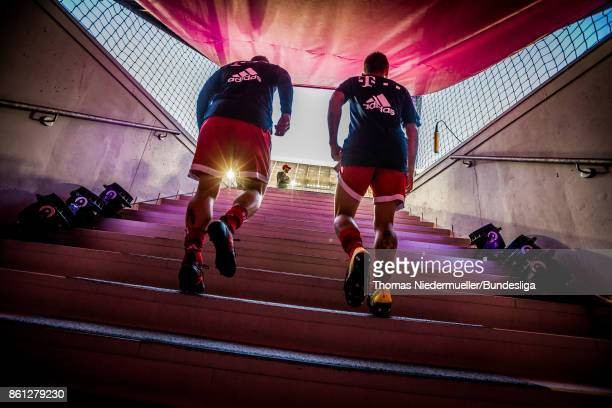 Players of Bayern attends the pitch prior to the Bundesliga match between FC Bayern Muenchen and SportClub Freiburg at Allianz Arena on October 14...