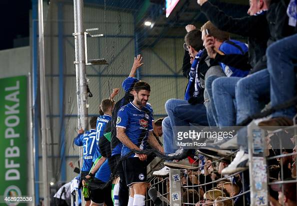 Players of Bielefeld celebrate after winning the DFB Cup Quarter Final match between Arminia Bielefeld and Borussia Moenchengladbach on April 8 2015...