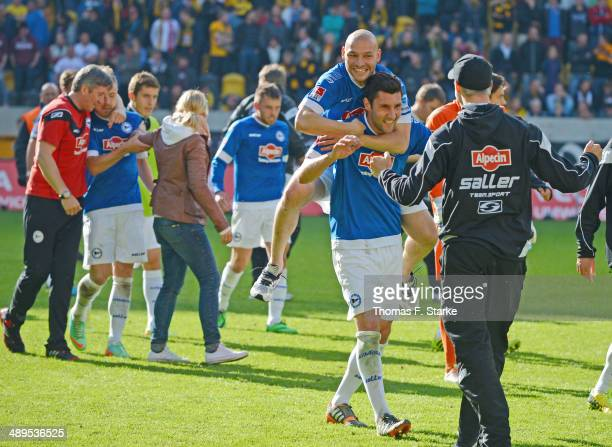 Players of Bielefeld celebrate after winning the Second Bundesliga match between Dynamo Dresden and Arminia Bielefeld at GluecksgasStadion on May 11...