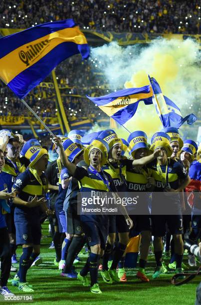 Players of Boca Juniors celebrate after a match between Boca Juniors and Union as part of Torneo Primera Division 2016/17 at Alberto J Armando...