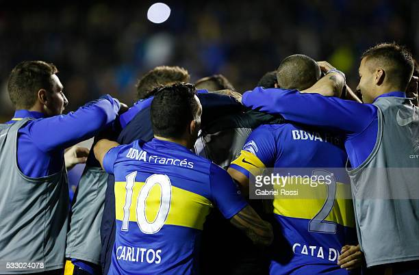 Players of Boca Juniors celebrate after winning a second leg match between Boca Juniors and Nacional as part of quarter finals of Copa Bridgestone...