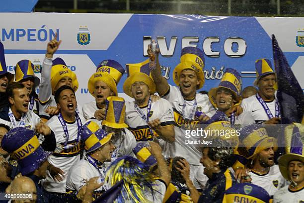 Players of Boca Juniors celebrate after winning the local soccer tournament after a match between Boca Juniors and Tigre as part of 29th round of...