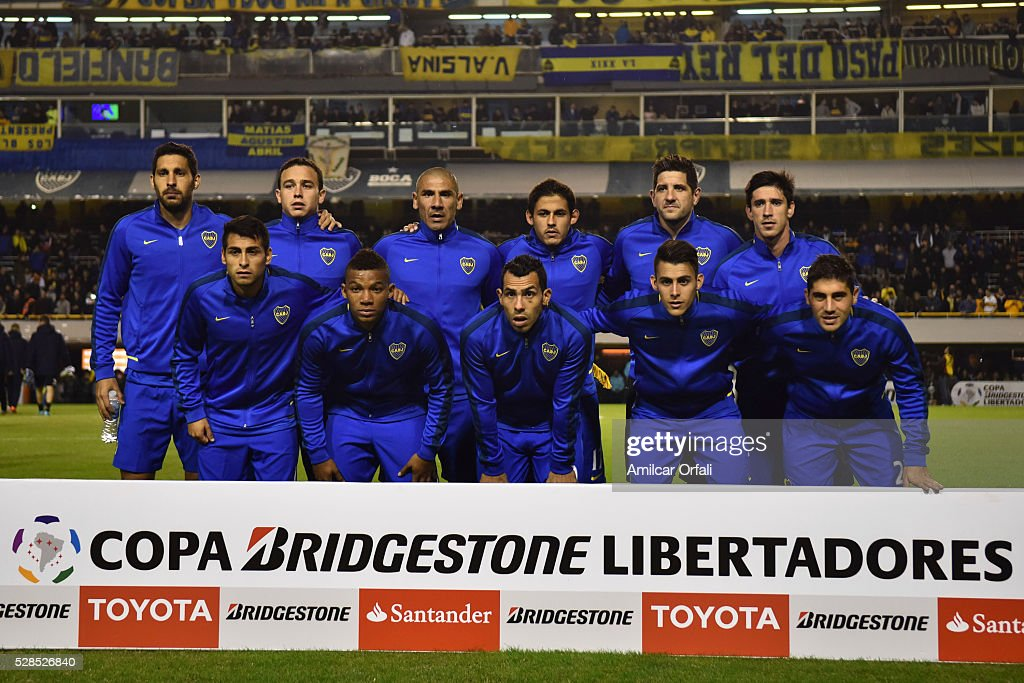 Players of Boca Juniors pose for a team photo prior to a second leg match between Boca Juniors and Cerro Porteno as part of round of sixteen of Copa Bridgestone Libertadores 2016 at Alberto J Armando Stadium on May 05, 2016 in Buenos Aires, Argentina.
