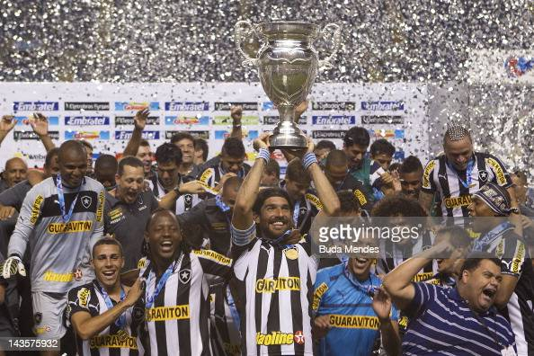 Players of Botafogo celebrate a title aganist Vasco during the final match between Botafogo v Vasco as part of Taa Rio second shift of Rio State...