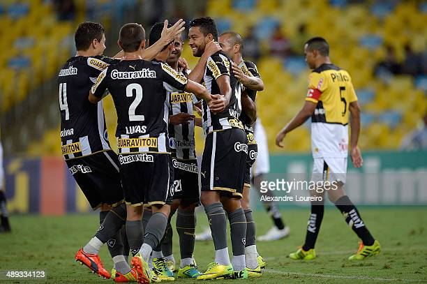 Players of Botafogo celebrates a scored goal during the match between Botafogo and CriciumaÊ as part of Brasileirao Series A 2014 at Maracana on May...