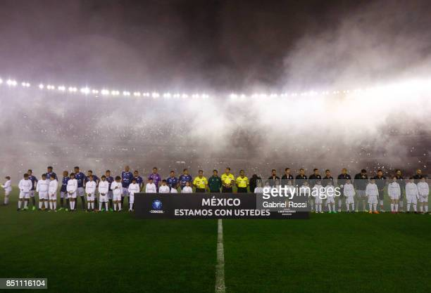 Players of both teams observe one minute of silence in honor of Mexico erathquake victims prior to a second leg match between River Plate and...