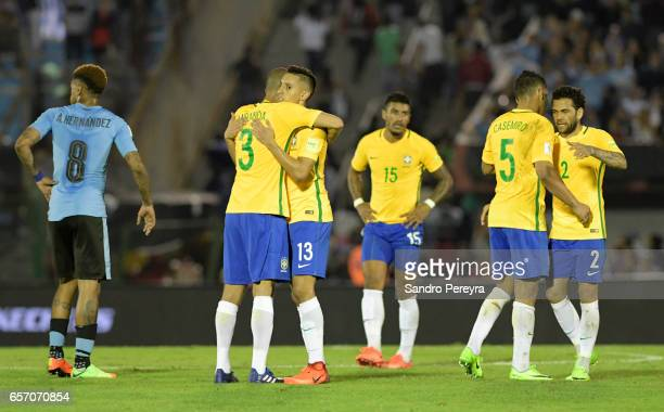 Players of Brazil celebrate their victory after a match between Uruguay and Brazil as part of FIFA 2018 World Cup Qualifiers at Centenario Stadium on...
