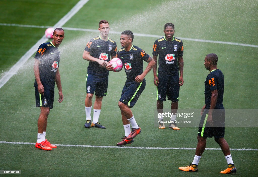 Players of Brazil in action during the Brazil training session for 2018 FIFA World Cup Russia Qualifier match against Chile at Allianz Parque Stadium on October 09, 2017 in Sao Paulo, Brazil.