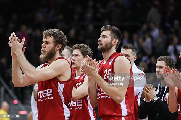 Players of Brose Bamberg celebrate after the BBL Bundesliga match between Telekom Baskets Bonn and Brose Bamberg at Telekom Dome on January 8 2017 in...