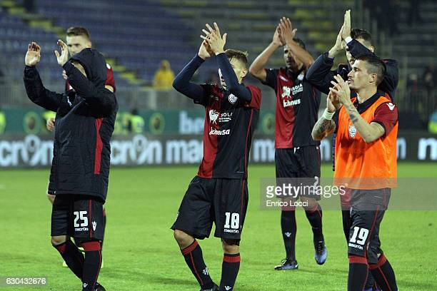 Players of Cagliari applaud at the end the Serie A match between Cagliari Calcio and US Sassuolo at Stadio Sant'Elia on December 22 2016 in Cagliari...