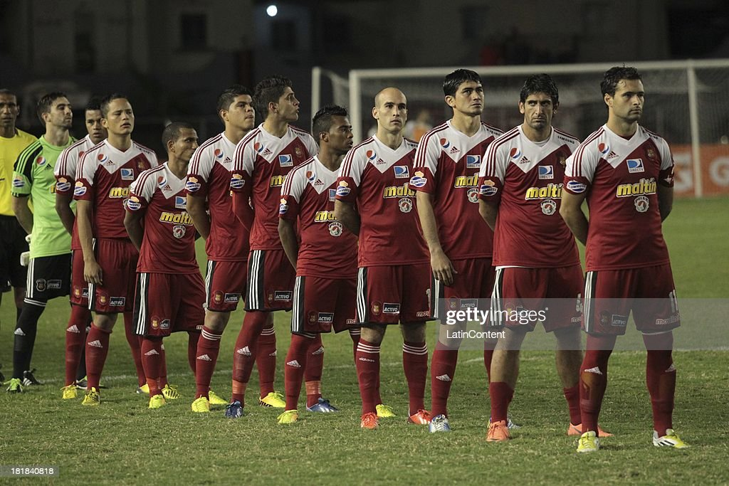 Players of Caracas FC pose prior a match between Caracas FC and Deportivo La Guaira as part of the Apertura 2013 at Brígido Iriarte Stadium on September 25, 2013 in Caracas, Venezuela.