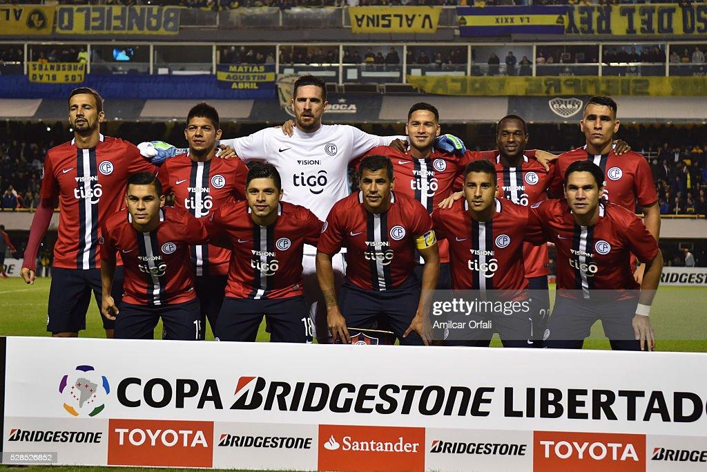Players of Cerro Porteno pose for a team photo prior to a second leg match between Boca Juniors and Cerro Porteno as part of round of sixteen of Copa Bridgestone Libertadores 2016 at Alberto J Armando Stadium on May 05, 2016 in Buenos Aires, Argentina.