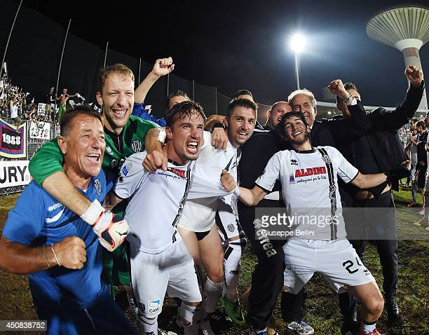 Players of Cesena celebrate the victory after the Serie B playoff final match between US Latina and AC Cesena at Stadio Domenico Francioni on June 18...
