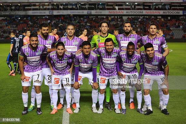 Players of Chiapas pose prior the 11th round match between Queretaro and Chiapas as part of the Clausura 2016 Liga MX at La Corregidora Stadium on...