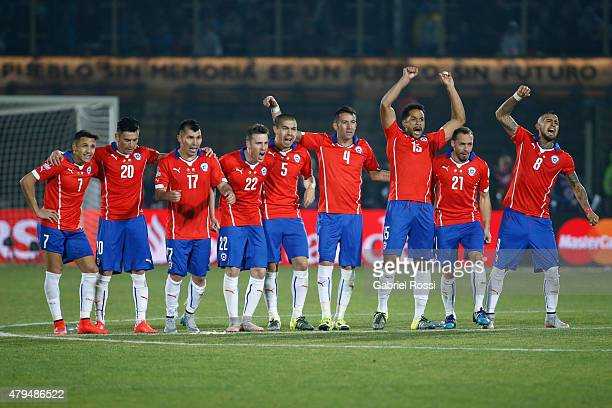 Players of Chile celebrate in the penalty shootout during the 2015 Copa America Chile Final match between Chile and Argentina at Nacional Stadium on...