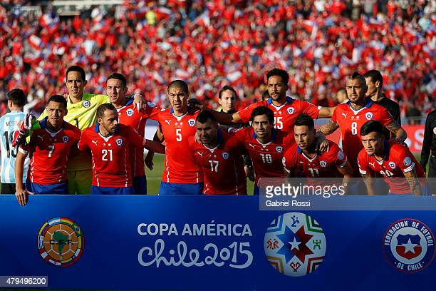 Players of Chile pose for a team photo prior to the 2015 Copa America Chile Final match between Chile and Argentina at Nacional Stadium on July 04...