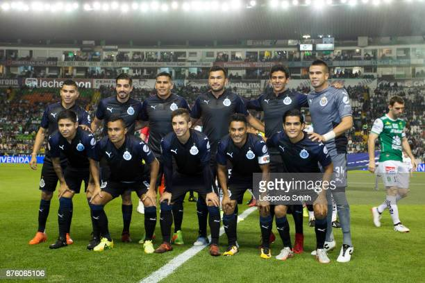 Players of Chivas pose for a photo prior the 17th round match between Leon and Chivas as part of the Torneo Apertura 2017 Liga MX at Leon Stadium on...