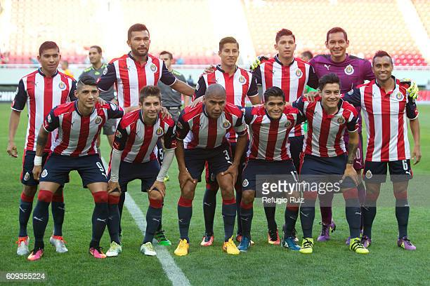 Players of Chivas pose for a team picture before the 10th round match between Chivas and Tigres as part of the Torneo Apertura 2016 Liga MX at Chivas...