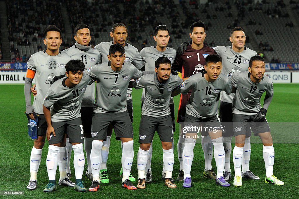 Players of Chonburi FC line up for the team photos prior to the AFC Champions League playoff round match between FC Tokyo and Chonburi FC at the Tokyo Stadium on February 9, 2016 in Chofu, Japan.