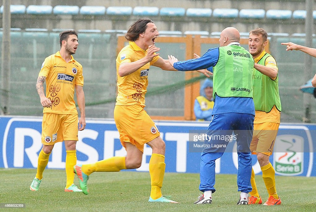 Players of Cittadella celebrate during the Serie B match between Reggina Calcio and AS Cittadella on April 26 2014 in Reggio Calabria Italy