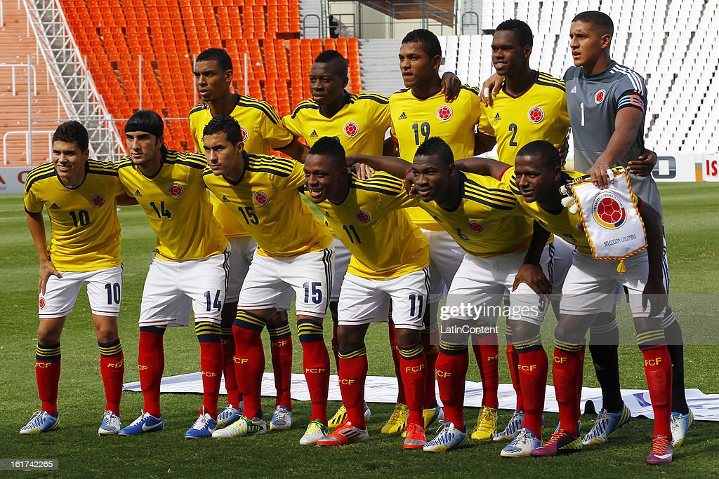 Players of Colombia pose for a group photo prior to a match between Colombia and Paraguay as part of the 2013 South American Youth Championship at Malvinas Argentinas Stadium on February 03, 2013 in Mendoza, Argentina.