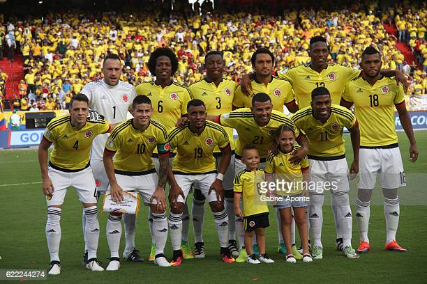 Players of Colombia pose for a team photo prior a match between Colombia and Chile as part of FIFA 2018 World Cup Qualifiers at Metropolitano Roberto...