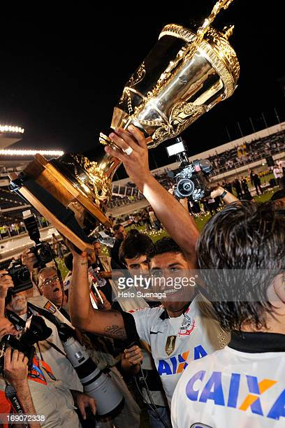 Players of Corinthians celebrate the title of the Paulista Championship 2013 after the match between Santos and Corinthians as part of Paulista...