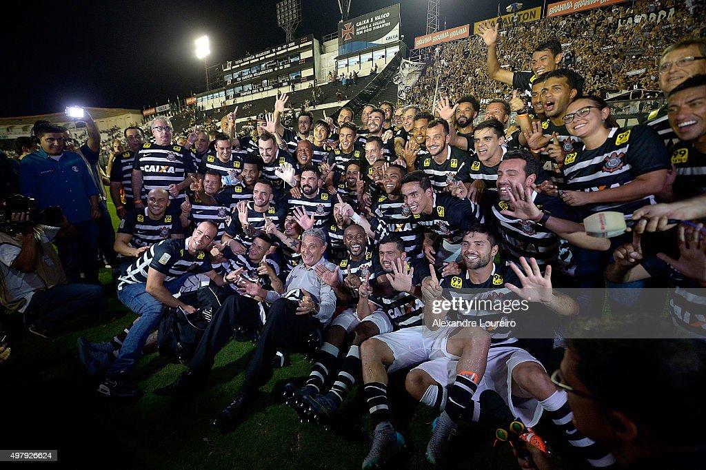 Players of Corinthians celebrates the sixth title of Brazilian championship after the match between Vasco and Corinthians as part of Brasileirao Series A 2015 at Sao Januario Stadium on November 19, 2015 in Rio de Janeiro, Brazil.