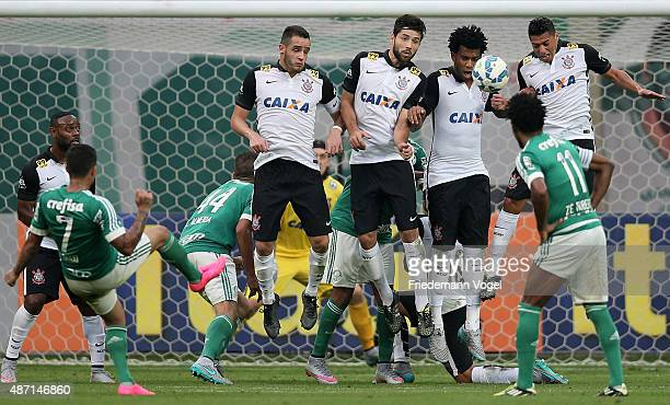 Players of Corinthians jumps in the wall during a free kick of Dudu of Palmeiras during the match between Palmeiras and Corinthians for the Brazilian...