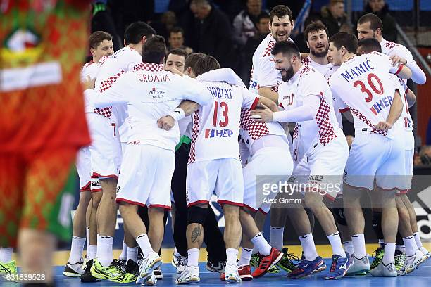 Players of Croatia celebrate after the 25th IHF Men's World Championship 2017 match between Croatia and Belarus at Kindarena on January 16 2017 in...