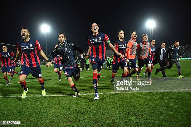 Players of Crotone celebrate during the Serie B match between FC Crotone and Pescara Calcio at Stadio Comunale Ezio Scida on March 20 2016 in Crotone...