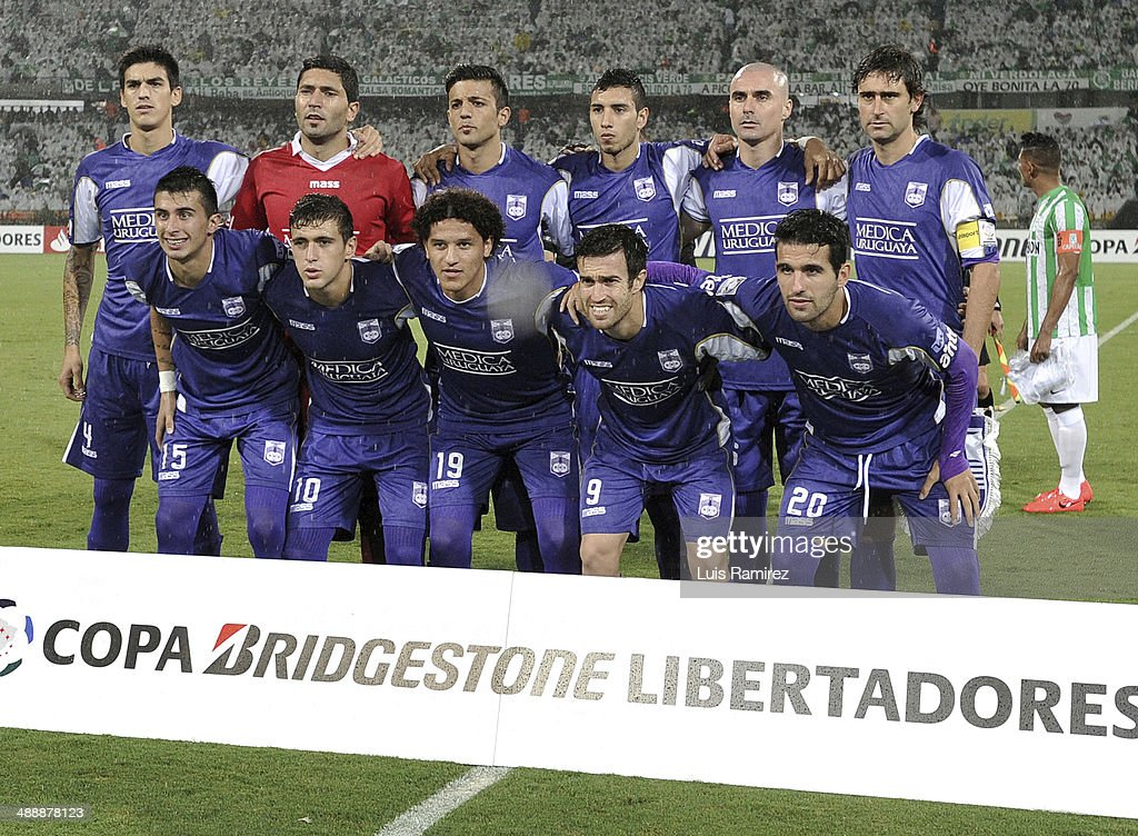 Players of Defensor Sportingpose for a photo before a quarterfinal match between Atletico Nacional and Defensor Sporting as part of Copa Bridgestone Libertadores 2014 at Atanasio Girardot Stadium on May 08, 2014 in Medellin, Colombia.