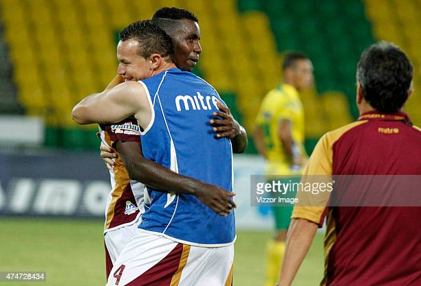 Players of Deportes Tolima celebrate their victory after a second leg quarterfinal match between Atletico Huila and Deportes Tolima as part of Liga...