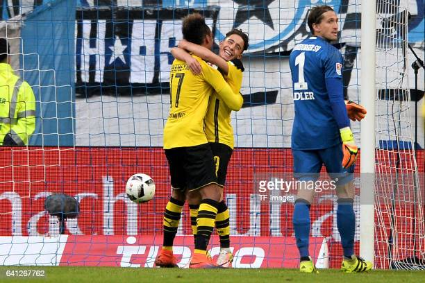 Players of Dortmund celebrate a goal during the Bundesliga match between Hamburger SV and Borussia Dortmund at Volksparkstadion on November 5 2016 in...