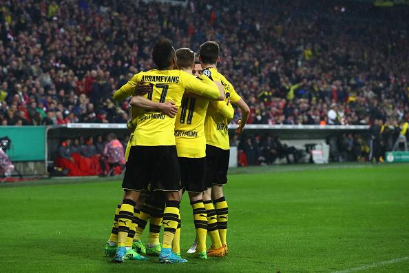 FC Bayern Muenchen v Borussia Dortmund - DFB Cup Semi Final : News Photo