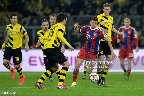 Players of Dortmund vie with Robert Lewandowski of Muenchen during the Bundesliga match between Borussia Dortmund and FC Bayern Muenchen at Signal...