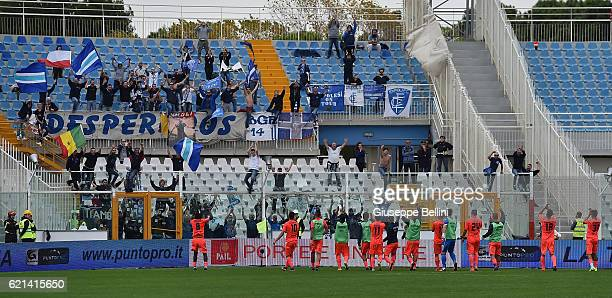 Players of Empoli FC celebrate the victory after the Serie A match between Pescara Calcio and Empoli FC at Adriatico Stadium on November 6 2016 in...