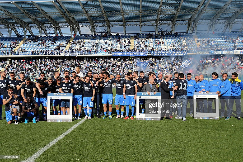 Players of Empoli FC celebrate the victory during the Serie A match between Empoli FC and Bologna FC at Stadio Carlo Castellani on May 1, 2016 in Empoli, Italy.