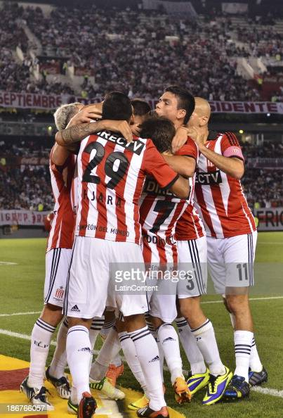 Players of Estudiantes celebrate a scored goal during a match between River Plate and Estudiantes as part of Torneo Inicial at Antonio Vespucio...