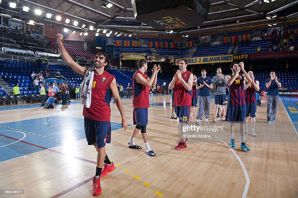 Players of FC Barcelona give thanks to supporters after the Turkish Airlines Euroleague Basketball Play Off Game 2 between FC Barcelona Regal v Galatasaray Liv Hospital Istanbul at Palau Blaugrana on April 17, 2014 in Barcelona, Spain.