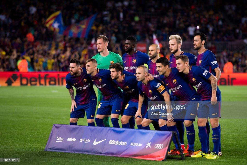 Players of FC Barcelona pose for a team photo before the La Liga match between Barcelona and Malaga at Camp Nou on October 21, 2017 in Barcelona, Spain.