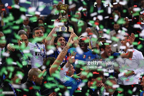 Players of FC Internazionale Milano celebrate victory after the Tim Cup match between FC Internazionale Milano and AS Roma at Stadio Olimpico on May...