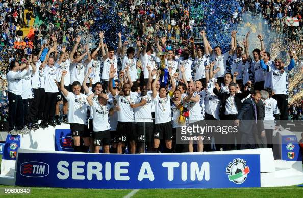 Players of FC Internazionale Milano celebrate winning the league after the Serie A match between AC Siena and FC Internazionale Milano at Stadio...