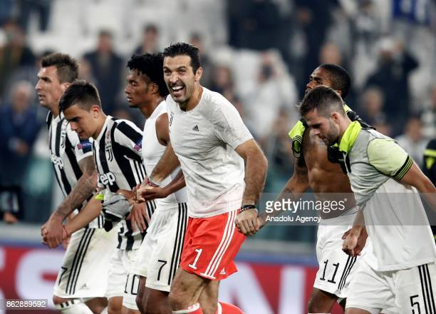 Players of FC Juventus celebrate after winning the UEFA Champions League group D football match between FC Juventus and Sporting CP with the score...
